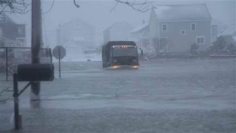 USA - Roztapiający się śnieg zatapia Massachusetts 3