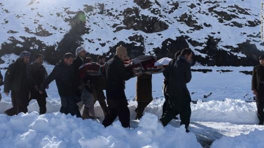 Afganistan - Lawina śnieżna zasypała ponad 100 osób, w tym dzieci