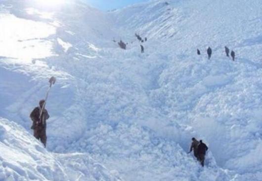 Afganistan - Lawiny wywołane obfitymi opadami śniegu zasypały około 30 osób