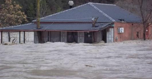 Albania - Ulewne deszcze na południu kraju i największa od 40 lat powódź 3