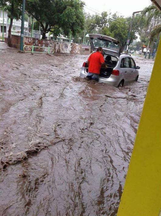 Argentyna - Ulewne deszcze i powódź w środkowej części kraju
