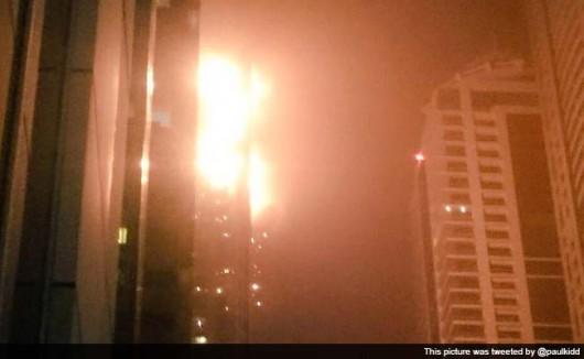 Dubaj, Zjednoczone Emiraty Arabskie - Płonie jeden z najwyższych apartamentowców na świecie 2