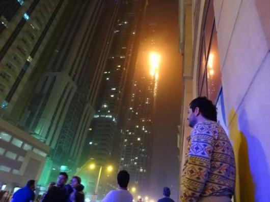 Dubaj, Zjednoczone Emiraty Arabskie - Płonie jeden z najwyższych apartamentowców na świecie 4