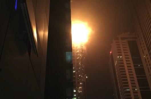 Dubaj, Zjednoczone Emiraty Arabskie - Płonie jeden z najwyższych apartamentowców na świecie 5