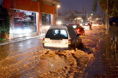 Grecja - Ulice Aten zmieniły się w rwące potoki 1
