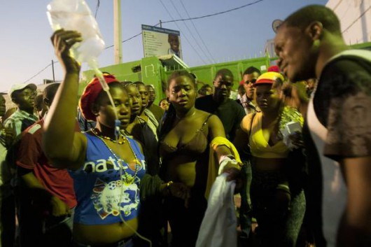 Haiti - 20 osób zginęło, a 60 zostało rannych na skutek porażenia prądem na karnawale 2