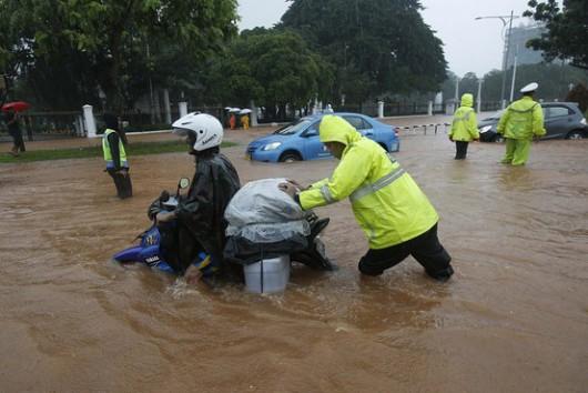 Indonezja - Powódź w Dżakarcie, 6 tysięcy osób ewakuowanych 2