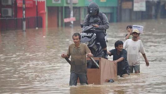 Indonezja - Powódź w Dżakarcie, 6 tysięcy osób ewakuowanych 7