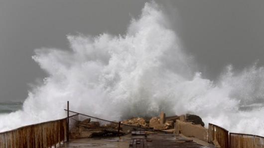 Izrael - Na lądzie burza piaskowa, na morzu 6 metrowe fale 4