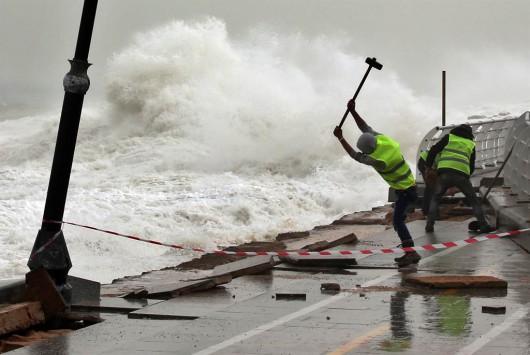 Izrael - Na lądzie burza piaskowa, na morzu 6 metrowe fale 5