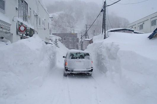Japonia - Śnieg zasypał wyspę Hokkaido, spadły prawie 2 metry białego puchu 2