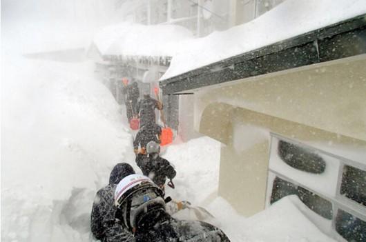 Japonia - Śnieg zasypał wyspę Hokkaido, spadły prawie 2 metry białego puchu 3