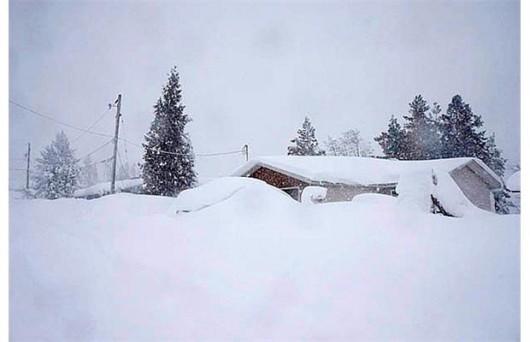 Kanada - Śnieg po dachy domów 1