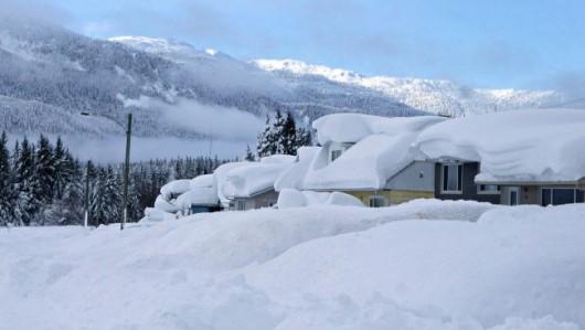 Kanada - Śnieg po dachy domów 4