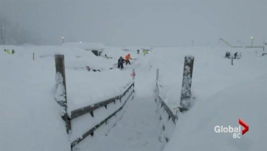 Kanada - Śnieg po dachy domów 5