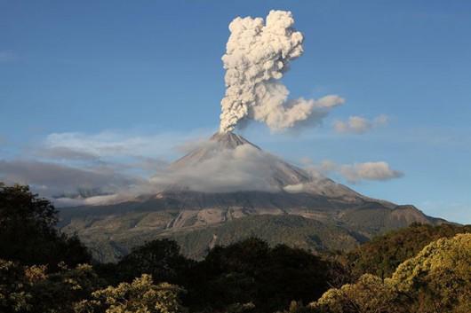 Meksyk - Kolejna erupcja wulkanu Colima