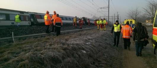 Rafz, Szwajcaria - Zderzyły się dwa pociągi 35 km na północ od Zurychu