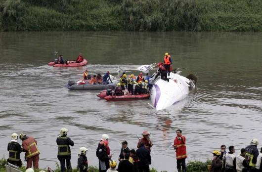 Tajwan - W Tajpej zaraz po starcie rozbił się samolot linii TransAsia z 58 osobami na pokładzie 2