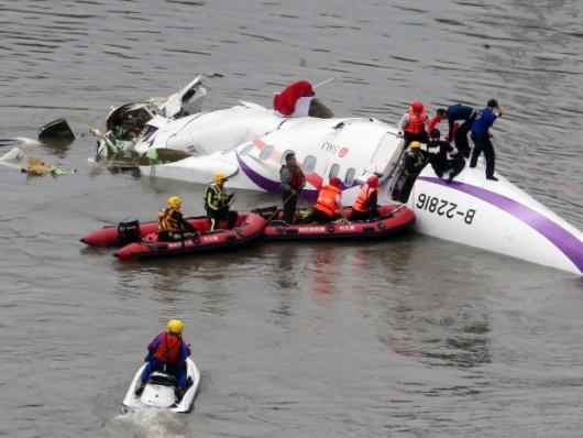 Tajwan - W Tajpej zaraz po starcie rozbił się samolot linii TransAsia z 58 osobami na pokładzie 3