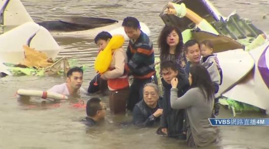 Tajwan - W Tajpej zaraz po starcie rozbił się samolot linii TransAsia z 58 osobami na pokładzie 4