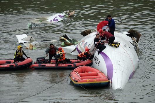 Tajwan - W Tajpej zaraz po starcie rozbił się samolot linii TransAsia z 58 osobami na pokładzie