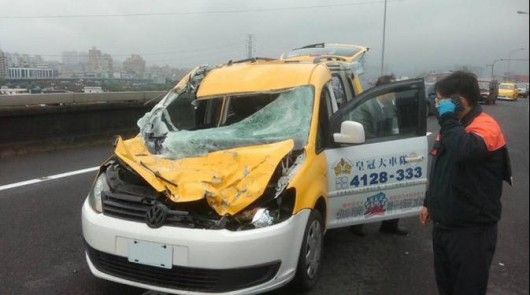 Tajwan - W Tajpej zaraz po starcie rozbił się samolot linii TransAsia z 58 osobami na pokładzie - taksówka
