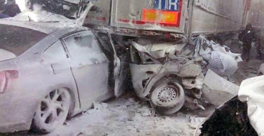 Turcja - Stambuł pod śniegiem, na jednym z odcinków trasy europejskiej E80 zderzyło się 45 aut 4