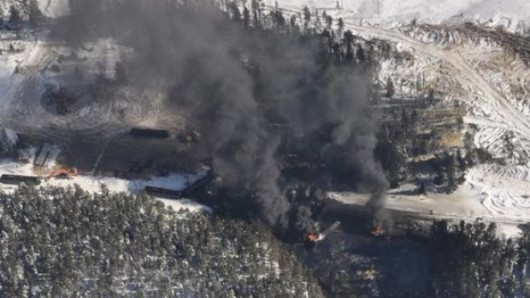USA - Wykoleił się pociąg przewożący ropę naftową 3