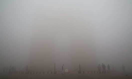 Heavy fog mercilessly descends on New Delhi