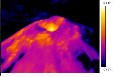 Chile - Ogłoszono pomarańczowy alert, lawa zbliża się do krawędzi krateru w wulkanie Villarica 2