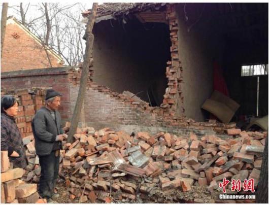 Fuyang, Chiny - Silne wstrząsy sejsmiczne uszkodziły ponad 10 tysięcy domów
