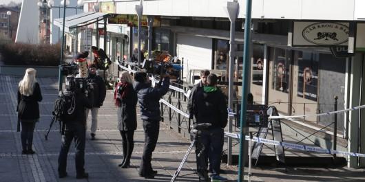 Goteborg, Szwecja - Dwóch mężczyzn w maskach weszło do restauracji i zaczęło strzelać z broni automatycznej do ludzi 2