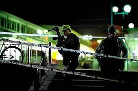 Goteborg, Szwecja - Dwóch mężczyzn w maskach weszło do restauracji i zaczęło strzelać z broni automatycznej do ludzi