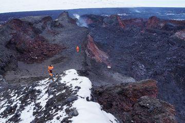 Islandia - Geolodzy weszli do krateru Baugur 4