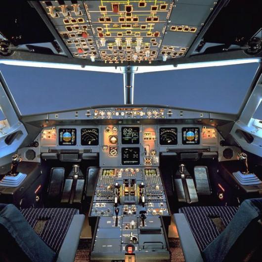 Kokpit Airbusa A320 /AIRBUS / HANDOUT /PAP/EPA