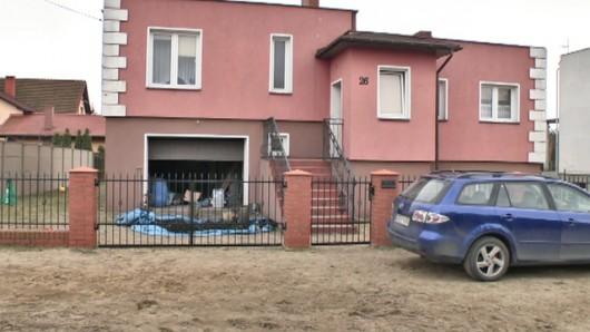 Koronowo, Polska - Mężczyzna pod wpływem metamfetaminy oblał żonę łatwopalną substancją i podpalił