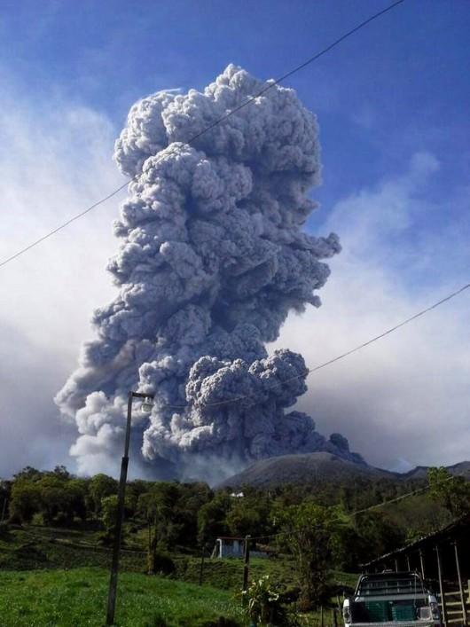 Kostaryka - Największa od 20 lat erupcja wulkanu Turrialba 1
