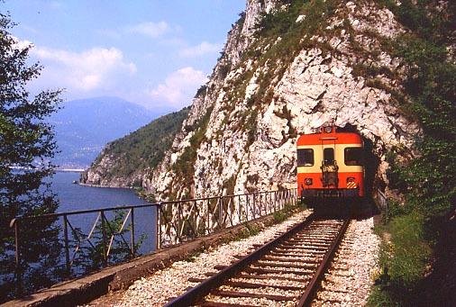 Lombardia, Włochy - Rozwiązano zagadkę często spóźniających się pociągów