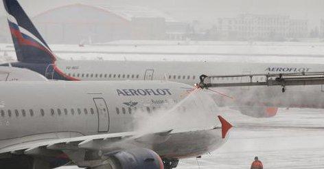 Moskwa, Rosja - Dwa Airbusy A320 zderzyły się na lotnisku Szeremietiewo
