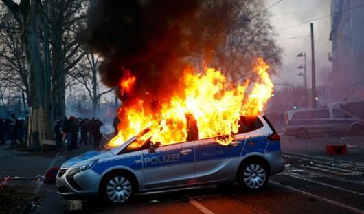 Niemcy - Ponad 200 osób zostało rannych podczas protestów we Frankfurcie nad Menem 4