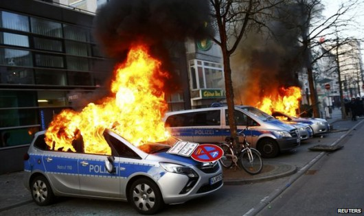 Niemcy - Ponad 200 osób zostało rannych podczas protestów we Frankfurcie nad Menem 5