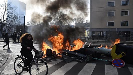 Niemcy - Ponad 200 osób zostało rannych podczas protestów we Frankfurcie nad Menem 6