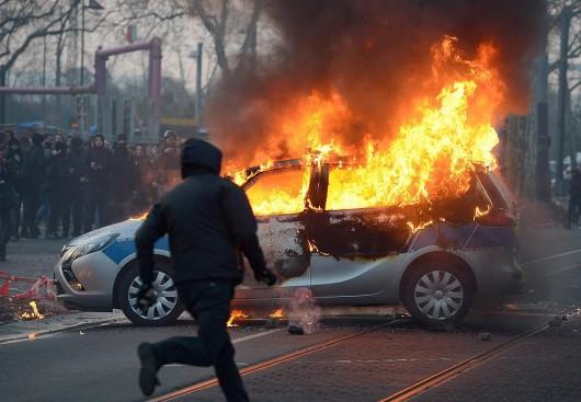 Niemcy - Ponad 200 osób zostało rannych podczas protestów we Frankfurcie nad Menem 9
