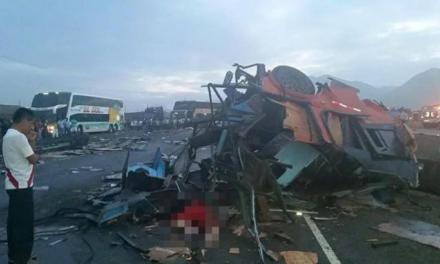 Peru - Na autostradzie zderzyły się dwa autobusy i ciężarówka, zginęło 37 osób 2