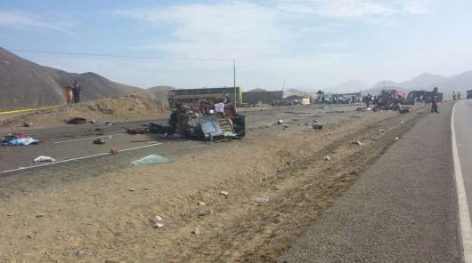 Peru - Na autostradzie zderzyły się dwa autobusy i ciężarówka, zginęło 37 osób 3