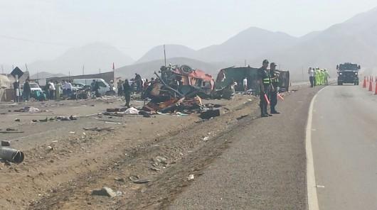 Peru - Na autostradzie zderzyły się dwa autobusy i ciężarówka, zginęło 37 osób 7