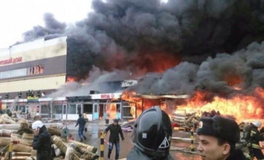 Rosja - Duży pożar supermarketu w Kazaniu 3