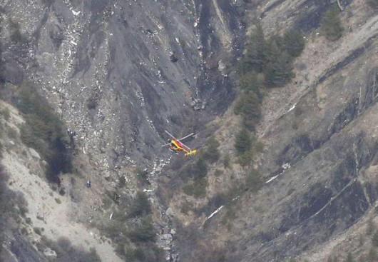 Samolot airbus A320 tanich niemieckich linii lotniczych Germanwings rozbił się we francuskich Alpach 5