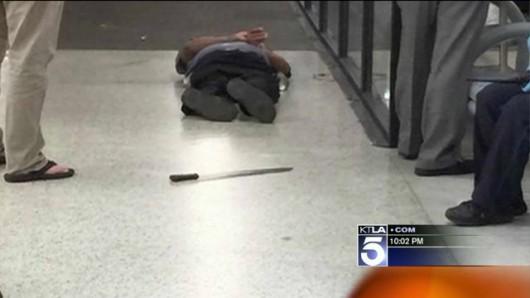 USA - Mężczyzna zaatakował maczetą funkcjonariuszy Agencji Bezpieczeństwa Transportu na lotnisku w Nowym Orleanie