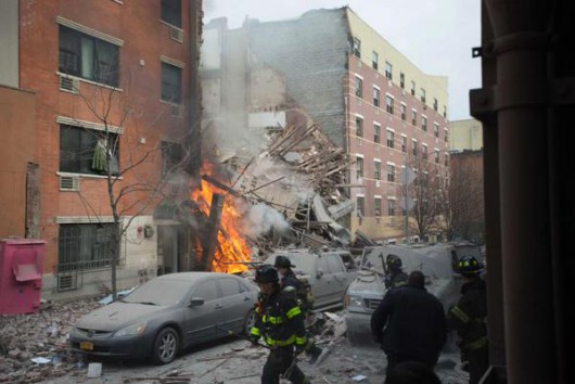 USA - Potężna eksplozja na parterze kamienicy nowojorskiej dzielnicy East Village 3